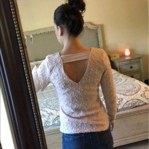 Jennifer Lopez light pink v- neck sweater